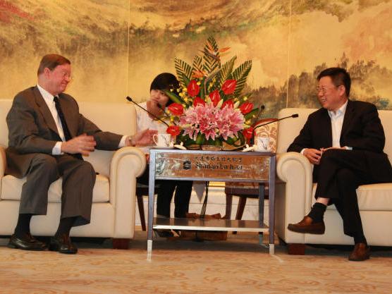 王濱董事長會見美國國際保險學會主席莫里西先生