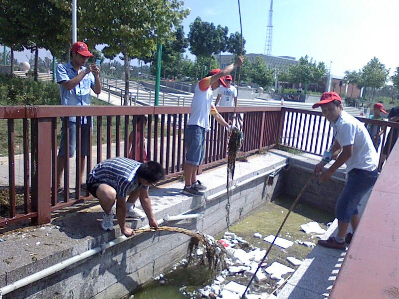 為社會帶來正能量,太平人壽山東定陶志愿者為社區服務