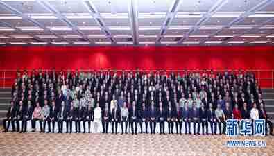 2017年6月30日,习近平总书记会见中央驻港机构和主要中资机构负责人,中国bwin必赢亚洲保险集团董事长王滨、总经理李劲夫参加会见。