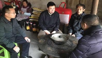 2017年11月25日,中国太平保险集团董事长王滨到云南省威信县人民医院实地了解通过集团低息融资租赁的核磁共振等医疗设备使用情况。
