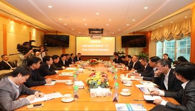 2017年12月1日下午,中国太平保险集团董事长王滨在香港会见来访的海南省省长沈晓明。
